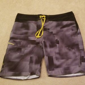 Under Armour mens swimtrunks size 40